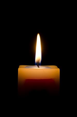 luto: Una vela en la oscuridad Foto de archivo