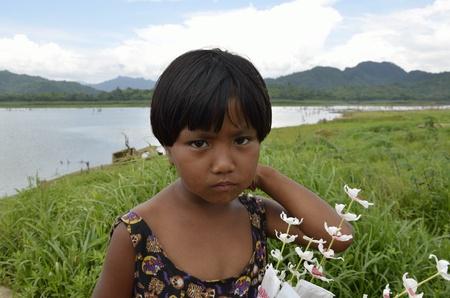 guia turistico: Gu�a de ni�os Mon de la aldea de mon, ni�os tendr� visitantes en un gu�a tur�stico en Tailandia. Editorial