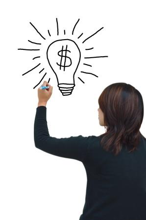 Dessin à main femme d'affaires et l'idée de faire de l'argent sur le tableau blanc Banque d'images