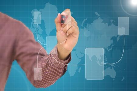 organigramme: Homme d'affaires tirant un organigramme