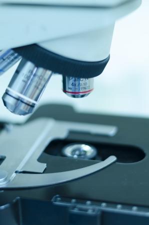 biopsia: Microscopio Foto de archivo