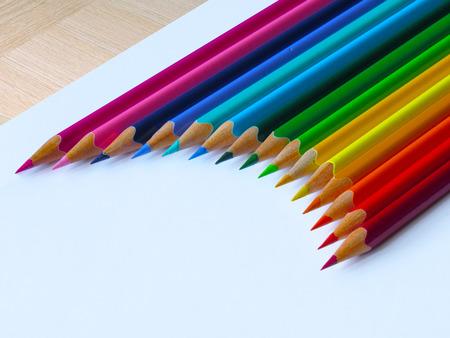 Un Conjunto De Lápices De Colores Con Un Signo De Dólar Fotos ...