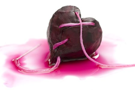 par: Mended heart made of beet and twine