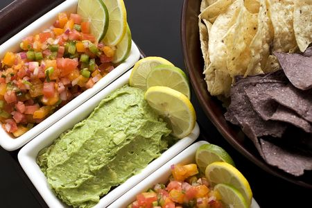 chips and salsa: Salsa and guacamole appetizer with citrus garnish