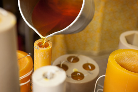 candela: Fare candele di cera d'api