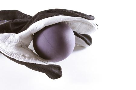 racquetball: Guante de Raquetbol y bola aisladas sobre fondo blanco
