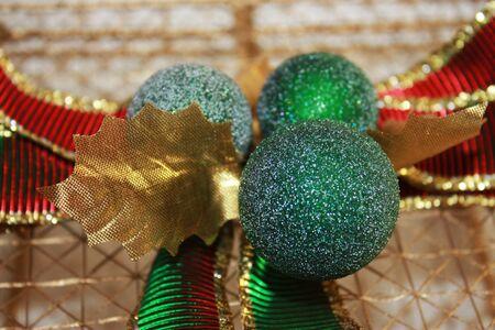 red glittery: Glittery rosso, verde e oro decorazioni di Natale