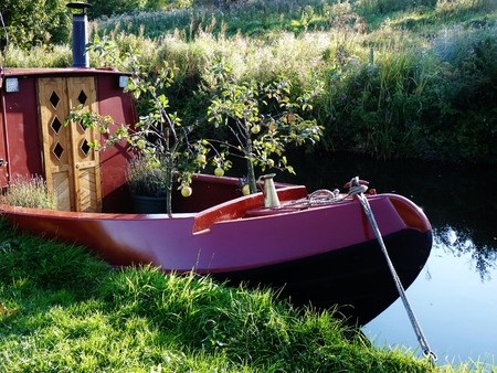 derbyshire: barge in the countryside derbyshire Stock Photo