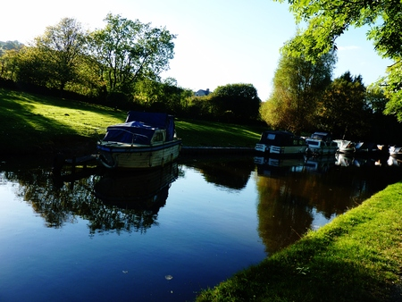 derbyshire: boats derbyshire canal summer Stock Photo