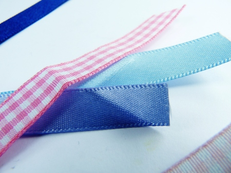 pink and blue strips of ribbon