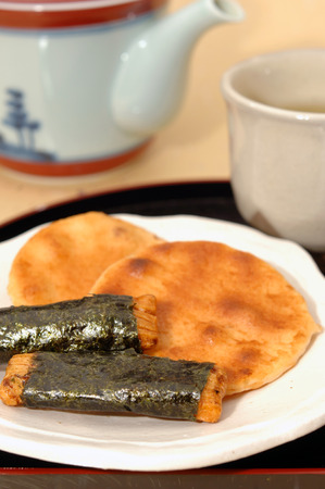 crackers: Tea with rice crackers