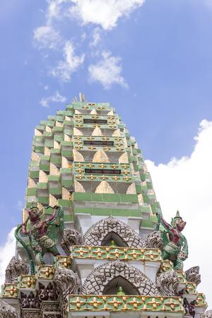 モノは通常豊かに彫られた背の高い塔のような尖塔です。クメール王国帝国、ヒンズー教および仏教の建築の共通の神社要素。タイで最も重要な仏 写真素材