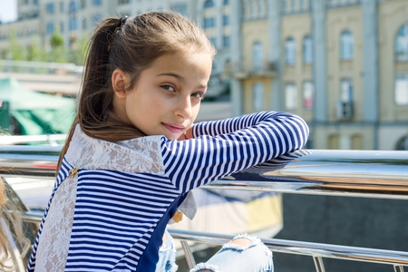 Portrait of attractive girl of 10-11 years old. Banque d'images