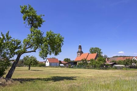 View of the small half-timbered church in the village of Raben, Hohen Flaeming, Brandenburg. In the foreground you can see a agriculture field. Standard-Bild - 137476093