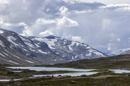 View from the famous Norwegian County Road to the landscape. Gamle Strynefjellsvegen, Riksvei 258. The road that runs through the Videdalen valley. Banco de Imagens