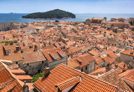 View from the fortress Dubrovnik on parts of the medieval city. One can walk around on the ramparts the city. This make a lot of tourists. This one has many interesting views on the roofs of old houses and churches with cupolas. Standard-Bild