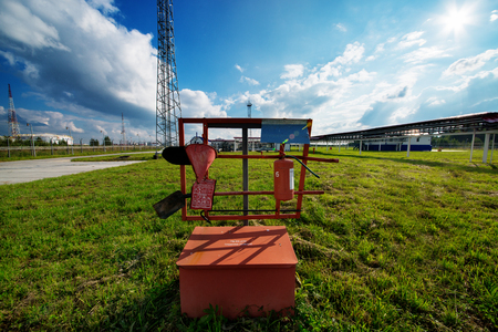 paesaggio industriale: The industrial landscape with pipes and instruments