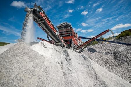 excavator digs against the sky in summer Standard-Bild