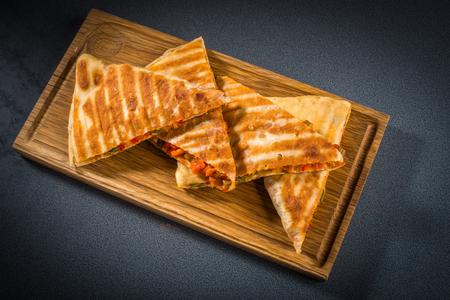 pakistani food: Samosa triangles stuffed with vegetables on the board