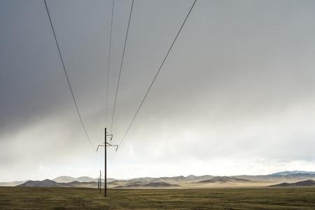 Electric power transmission pylons on grassland 版權商用圖片 - 87110091