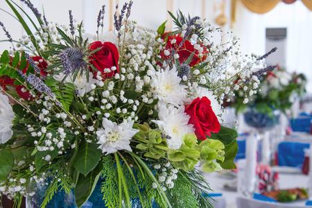 flower bouquet in glass vase Standard-Bild