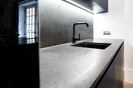granit: Modern Kitchen Granit Counter and Black Tap with Beautiful Window Reflection
