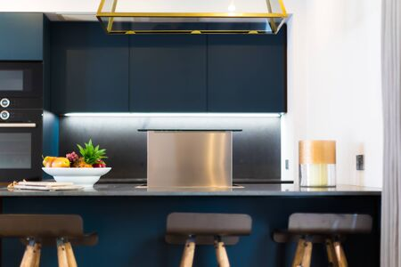 Modern Fit Cooker Hood with Fruits and Candle in a Beautiful Kitchen Banque d'images