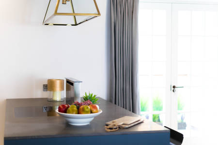 Kitchen Countertop Cooker Hood. Fruit and Candle with Window Banque d'images