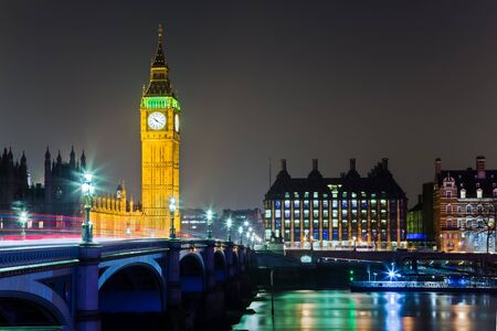 Big Ben Parliament with Bridge and Thames River Reflection at Night in London Stock fotó