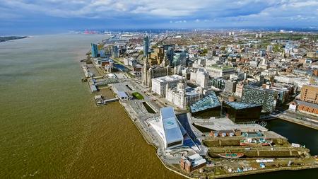Luchtfoto van New Liverpool Cityscape bezienswaardigheden in Engeland, UK