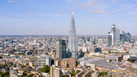 London City Panoramic Aerial View around Famous Glass and Steel Tower The Shard, most recognizable Skyscrapers and Iconic St. Paul's Cathedral completing the Skyline in England, United Kingdom Banque d'images