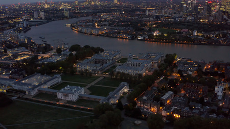 Aerial Night View University of Greenwich, Old Royal Naval College Historical Landmark, National Maritime Museum, Queen's House feat. River Thames, Isle of Dogs and Canary Wharf in London UK Éditoriale