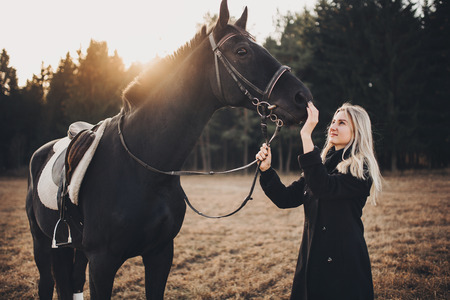 girl with horse girl with horse girl with horse girl with horse 版權商用圖片