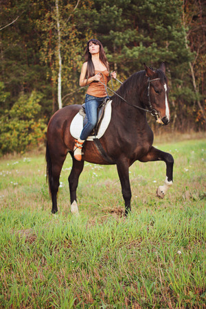 Mädchen mit Pferd Mädchen mit Pferd Mädchen mit Pferd