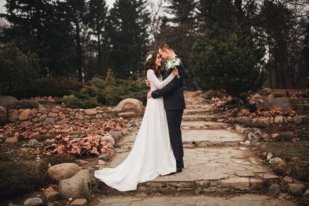 結婚式: 恋人男女、花嫁と新郎は美しい結婚式、夫と妻、 写真素材