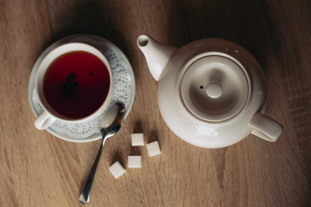 sugar cubes: Black tea with sugar cubes