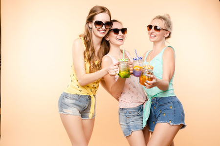 Friends in casual clothes drinking lemonade during holidays. Banco de Imagens - 124622330