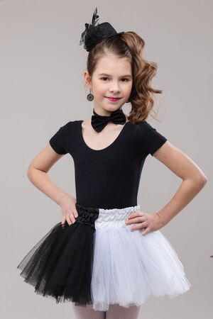 Little girl posing with her leg up in dancing costume. Banque d'images