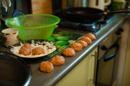 Cooking meatballs, ready mince lies by roasting on the kitchen table 版權商用圖片