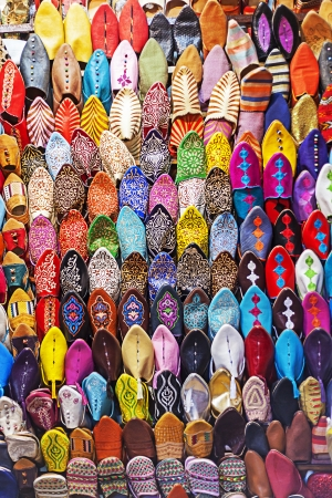 un grupo de zapatillas colorfull en Marrakech