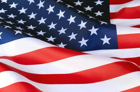 Flaga Ameryki. Dzień Niepodległości. Symbol, znak patrioty Stanów Zjednoczonych Ameryki. W paski w gwiazdki. Rozwijanie na wietrze flagi Ameryki. Powszechna amerykańska duma.
