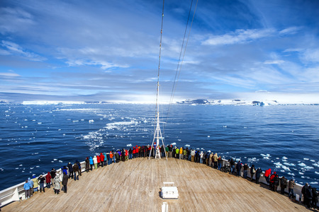 antarctic peninsula: The cruise ship stopped its engines in Paradise Bay for a zen drift in the vastness of the bay of the Antarctic Peninsula Photo; december 27 2011 Editorial
