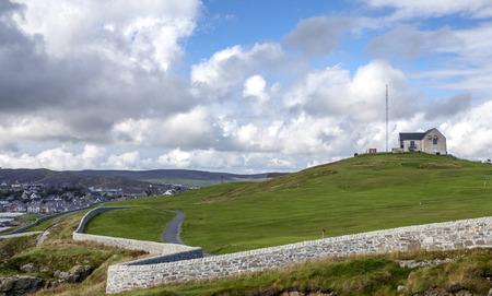 Mooi landschap van het vasteland Island op Shetland-eilanden in Schotland. Bekeken van een golfbaan in Lerwick