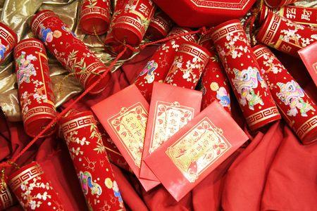 envelope decoration: chino celebraci�n petardos y rojo sobre Foto de archivo