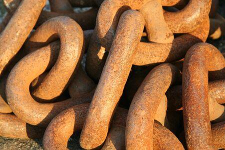 oxidado: Rusty cadenas  Foto de archivo