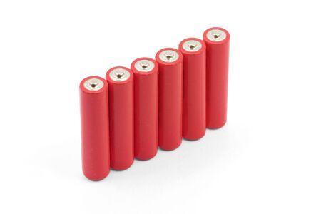 白い背景を持つ赤い電池