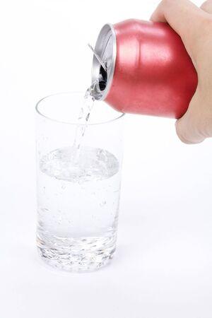 lata de refresco: Sosa rojo puede y vidrio tapar el disparo