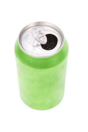lata de refresco: un refresco verde puede con fondo blanco