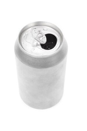 lata de refresco: una plata de sosa puede con fondo blanco