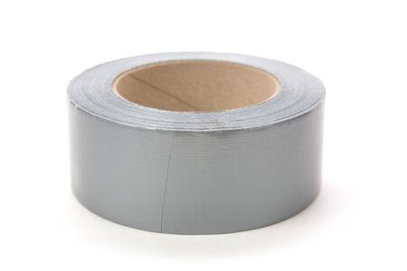 duct: un rollo de cinta adhesiva gris con fondo blanco